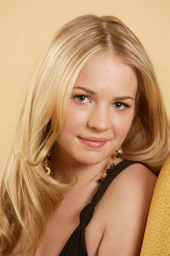 http://www.cinemagia.ro/img/db/actor/03/46/08/brittany-robertson-503662l.jpg
